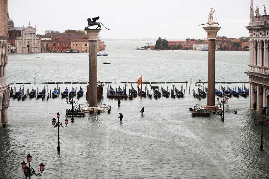 Markusplatz in Venedig unter Wasser