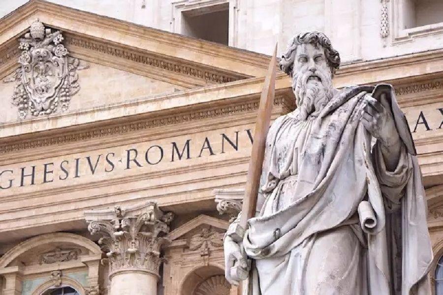 vatikan-petersdom-paulus-statue-mit-schwert